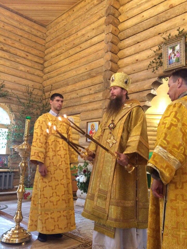 В Неделю 1-ю по Пятидесятнице, Всех святых, епископ Савватий совершил Божественную литургию в храме Святой Троицы