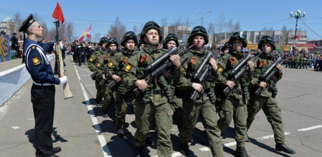 Епископ Савватий принял участие в торжественном параде, посвященному 73-й годовщине со дня окончания Великой Отечественной войны