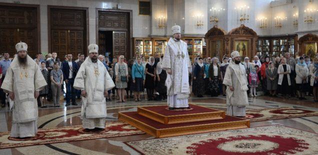 Четыре архипастыря Приамурской митрополии совершили Божественную литургию в Спасо-Преображенском кафедральном соборе