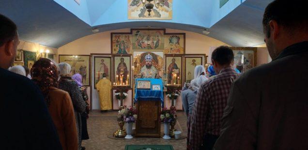 В праздник Казанской иконы Пресвятой Богородицы управляющий Ванинской епархией совершил Божественную литургию в храме Благовещения Пресвятой Богородицы п. Майский